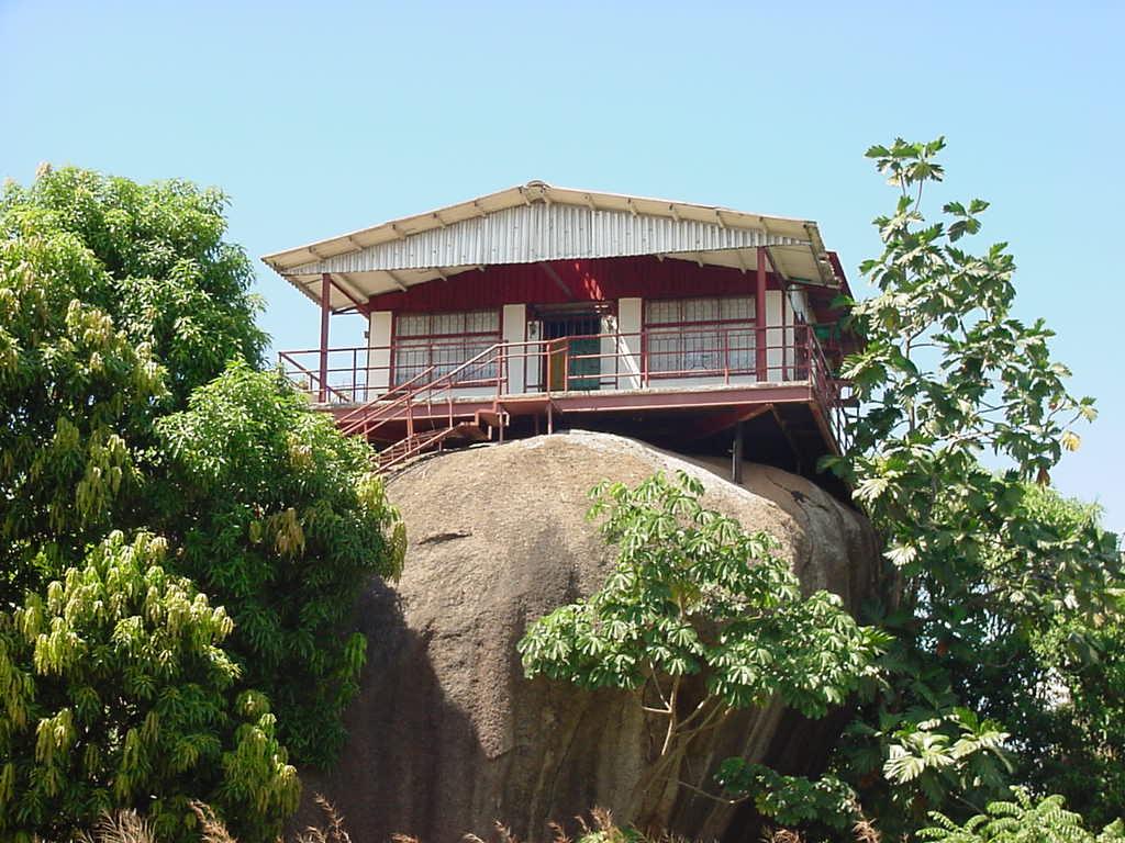 Resultado de imagen para casa de la piedra puerto ayacucho